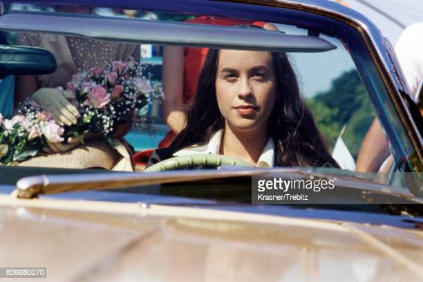 Alanis Morissette on the set of a video shoot for her song 'Hand In My Pocket' in New York City in 1995