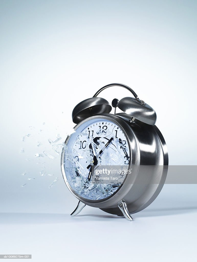 Alarm clock exploding, close-up : Stockfoto