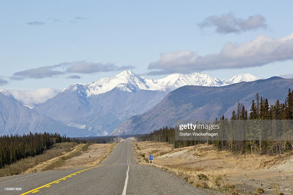 Alaska Highway, north of Whitehorse towards Haines Junction, St. Elias Mountains, Kluane National Park and Reserve behind, Yukon Territory, Canada : Stock Photo