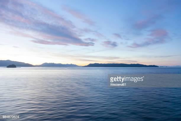 usa, alaska, near juneau, gulf of alaska in the evening - golfo do alasca imagens e fotografias de stock