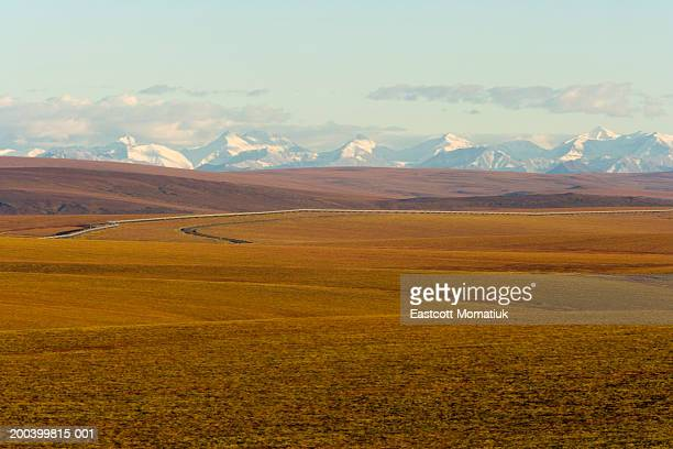 USA, Alaska, North Slope, Trans-Alaskan Pipeline and Brooks Range