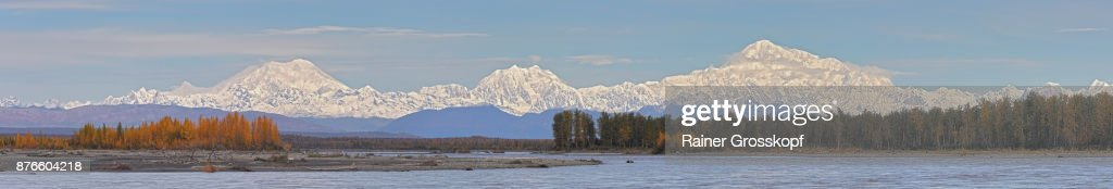 Alaska Range with Mt. Foraker, Mt. Hunter and Denali : Stock-Foto