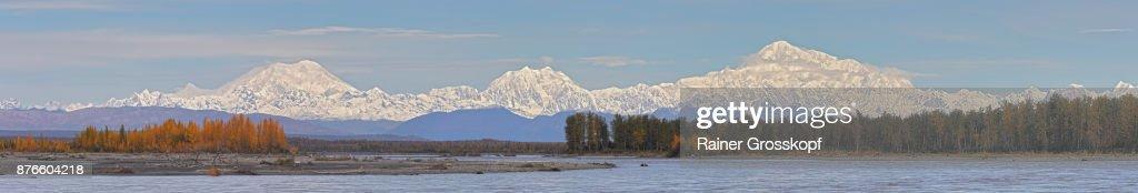 Alaska Range with Mt. Foraker, Mt. Hunter and Denali : Stock-Foto