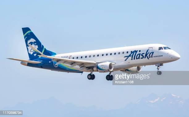 アラスカ航空 erj-175 - アラスカ文化 ストックフォトと画像