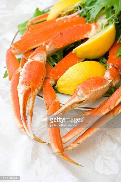 alaskan crab legs - crab leg stock photos and pictures
