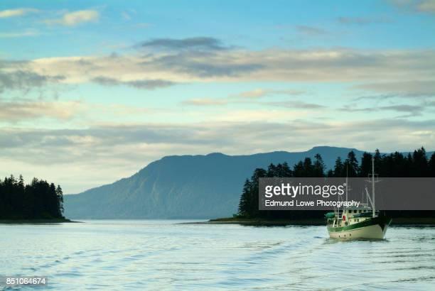 alaskan islands at sunset - アラスカ文化 ストックフォトと画像