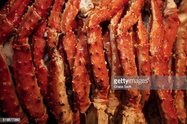 alaskan king crab legs - alaskan king crab stock pictures, royalty-free photos & images