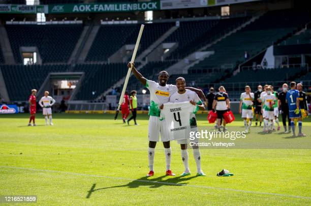 Alassane Plea and Marcus Thuram of Borussia Moenchengladbach celebrate the victory after the Bundesliga match between Borussia Moenchengladbach and 1...