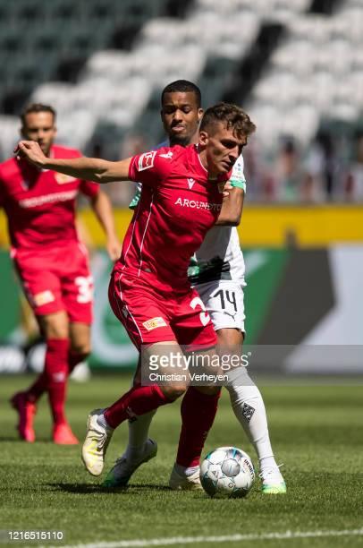 Alassane Plea of Borussia Moenchengladbach and Christopher Lenz of Union Berlin battle for the ball during the Bundesliga match between Borussia...