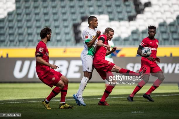 Alassane Plea of Borussia Moenchengladbach and Sven Bender of Bayer Leverkusen during the Bundesliga match between Borussia Moenchengladbach and...