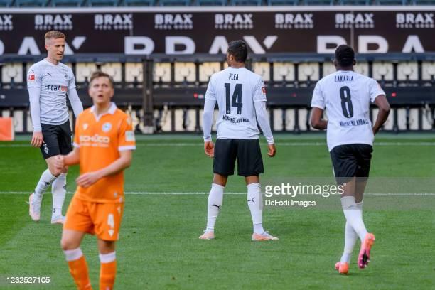 Alassane Plea of Borussia Moenchengladbach celebrates after scoring his team's fifth goal with teammates during the Bundesliga match between Borussia...