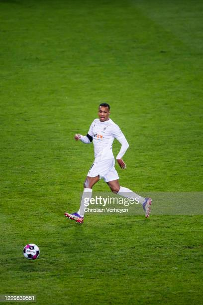 Alassane Plea of Borussia Moenchengladbach in action during the Bundesliga match between Borussia Moenchengladbach and FC Schalke 04 at BorussiaPark...