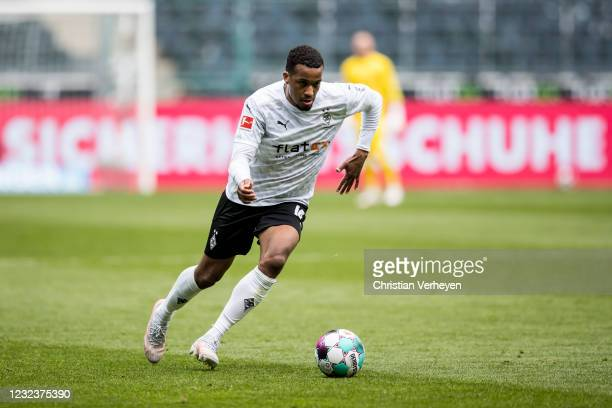 Alassane Plea of Borussia Moenchengladbach in action during the Bundesliga match between Borussia Moenchengladbach and Eintracht Frankfurt at...