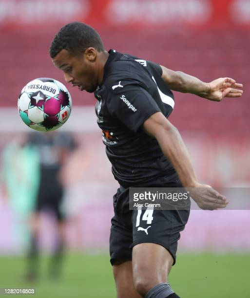 Alassane Plea of Moenchengladbach controls the ball during the Bundesliga match between 1 FSV Mainz 05 and Borussia Moenchengladbach at Opel Arena on...