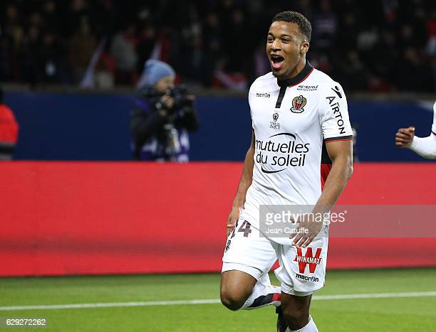 Alassane Plea of Nice celebrates scoring the second goal during the French Ligue 1 match between Paris Saint Germain and OGC Nice at Parc des Princes...