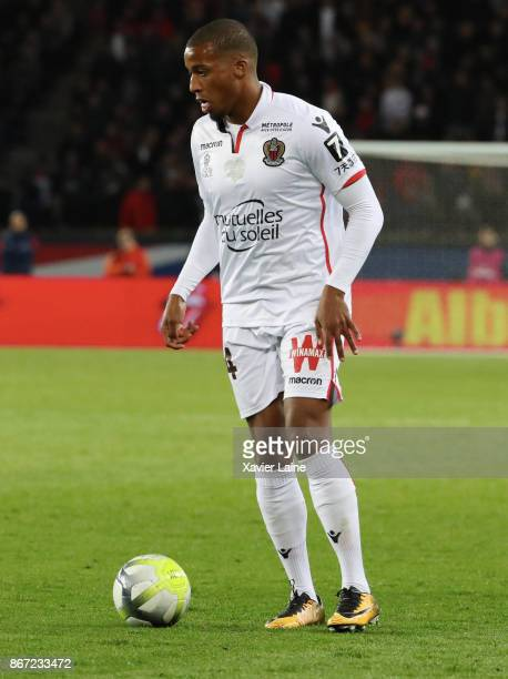 Alassane Plea of OGC Nice in action during the Ligue 1 match between Paris SaintGermain and OGC Nice at Parc des Princes on October 27 2017 in Paris