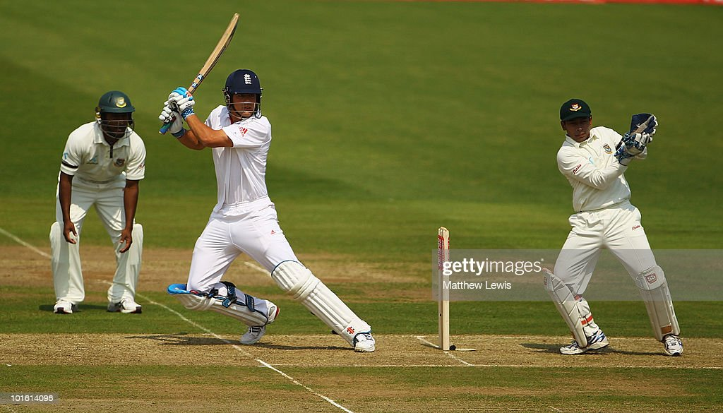 England v Bangladesh: 2nd npower Test - Day One : News Photo