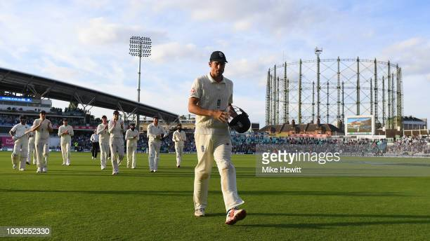 Alastair Cook of England is applauded off the pitch by his teammates at the end of the Specsavers 5th Test - Day Four between England and India at...