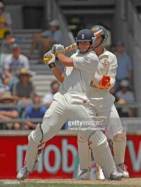 Alastair Cook pulls Shane Warne for 4 during his 116 Australia v England 3rd Test Perth Dec 06