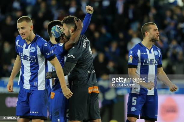 Alaves players celebrate their victory after the Spanish league football match between Deportivo Alaves and Sevilla FC at the Mendizorrotza stadium...