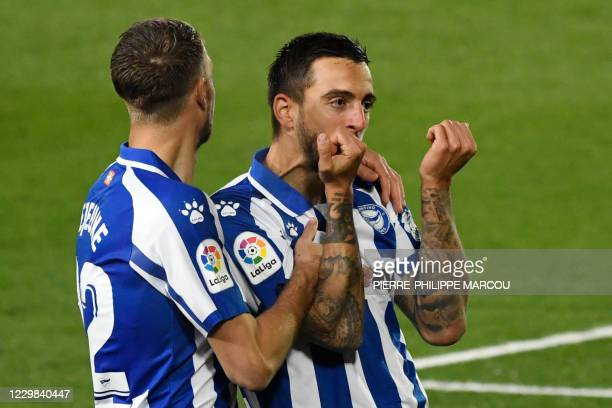 Alaves' Spanish forward Joselu celebrates after scoring his team's second goal during the Spanish League football match between Real Madrid and...