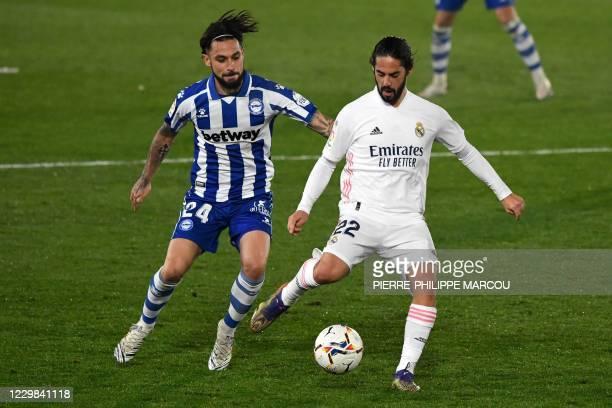 Alaves' Spanish midfielder Jota Peleteiro vies with Real Madrid's Spanish midfielder Isco during the Spanish League football match between Real...