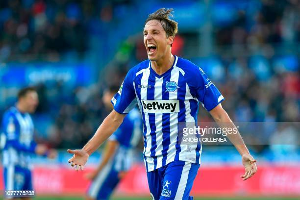 Alaves' Spanish midfielder Tomas Pina celebrates after scoring his team's second goal during the Spanish League football match between Deportivo...
