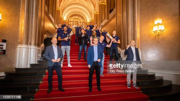 Alba Berlin poses for a foto with mayor Michael Mueller during the visit at Rotes Rathaus on July 1, 2020 in Berlin, Germany.