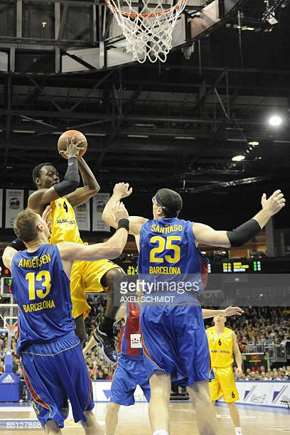Alba Berlin's US forward Ansu Sesay vies with FC Barcelona's DanishAustralian center David Andersen and Puerto Rican center Daniel Santiago during...