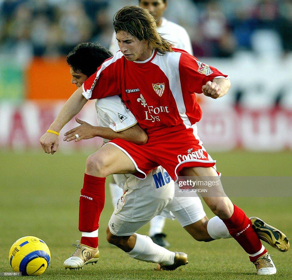 Albacete's Chilean Mark Gonzalez (L) vie : Nachrichtenfoto