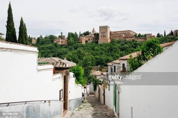 albaicin district and alhambra palace - albaicín fotografías e imágenes de stock