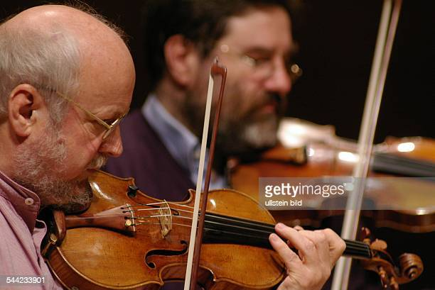 Alban Berg Quartett Musikgruppe Klassik D Guenter Pichler und Gerhard Schulz Auftritt in der Philharmonie in Koeln