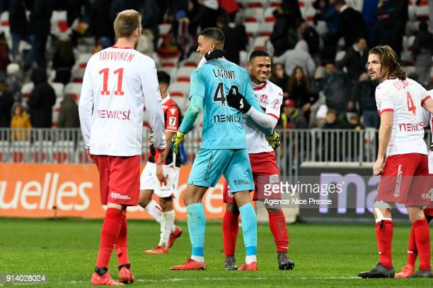 Alban Lafont and players of Toulouse celebrate during the Ligue 1 match between OGC Nice and Toulouse at Allianz Riviera on February 3 2018 in Nice