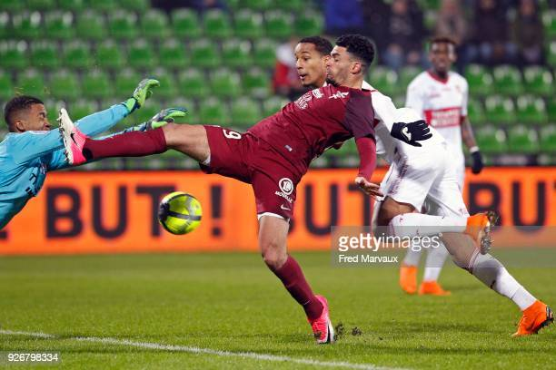 Alban Lafont of Toulouse and Emmanuel Riviere of Metz and Christopher Jullien of Toulouse during the Ligue 1 match between Metz and Toulouse at on...