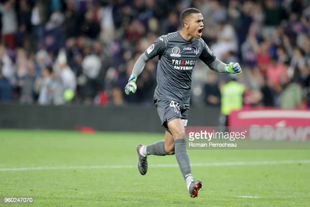 Alban Lafont of Toulouse reacts after the goal of Max Alain Gradel during the Ligue 1 match between Toulouse and EA Guingamp at Stadium Municipal on...