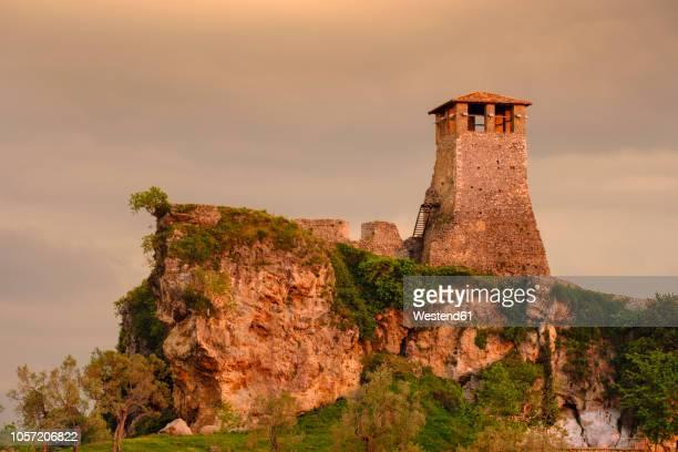 albania, kruje, fortress in evening light - krujë stockfoto's en -beelden