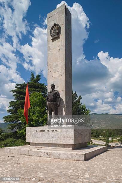 albania, permet, exterior - bandiera albanese foto e immagini stock