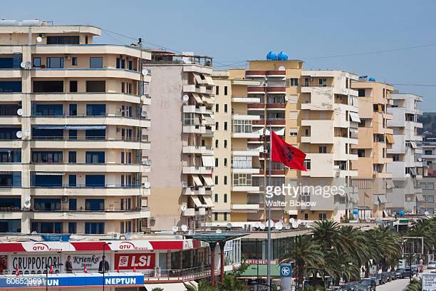 albania, vlora, exterior - bandiera albanese foto e immagini stock