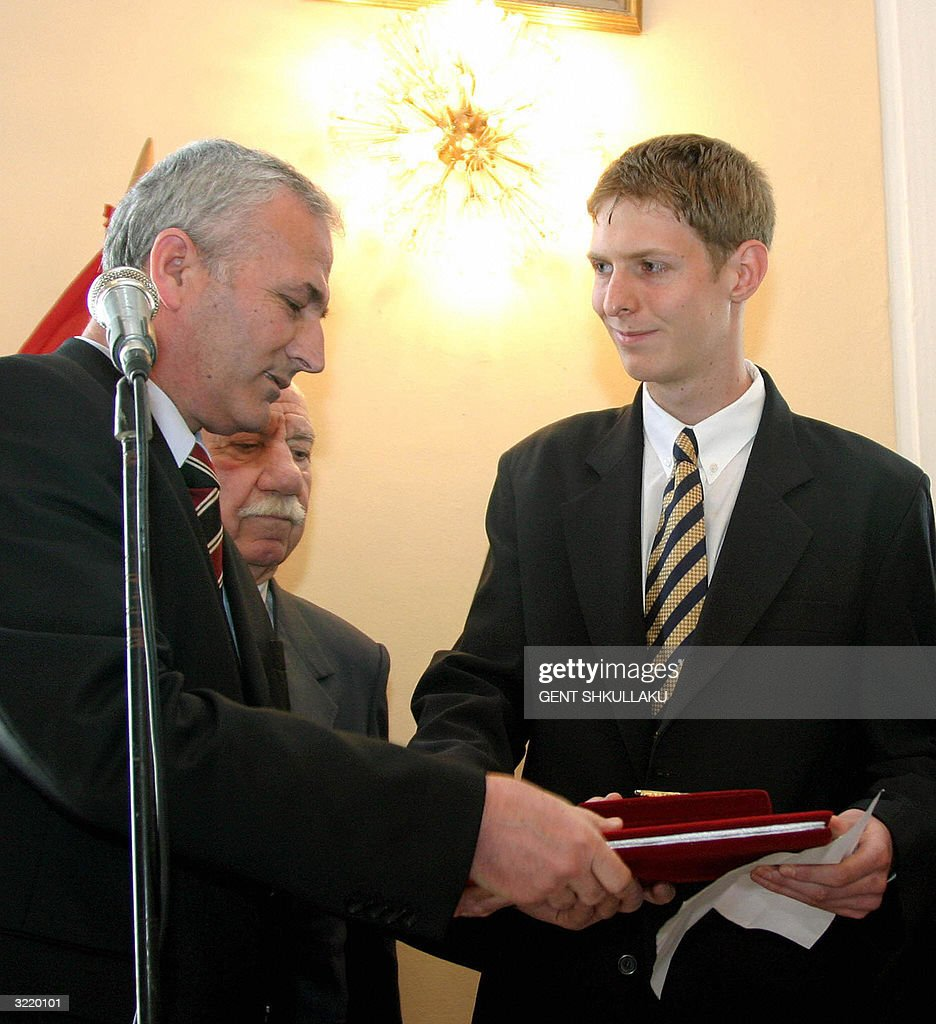Albanian Crown Prince Leka (R) accepts 0 : News Photo
