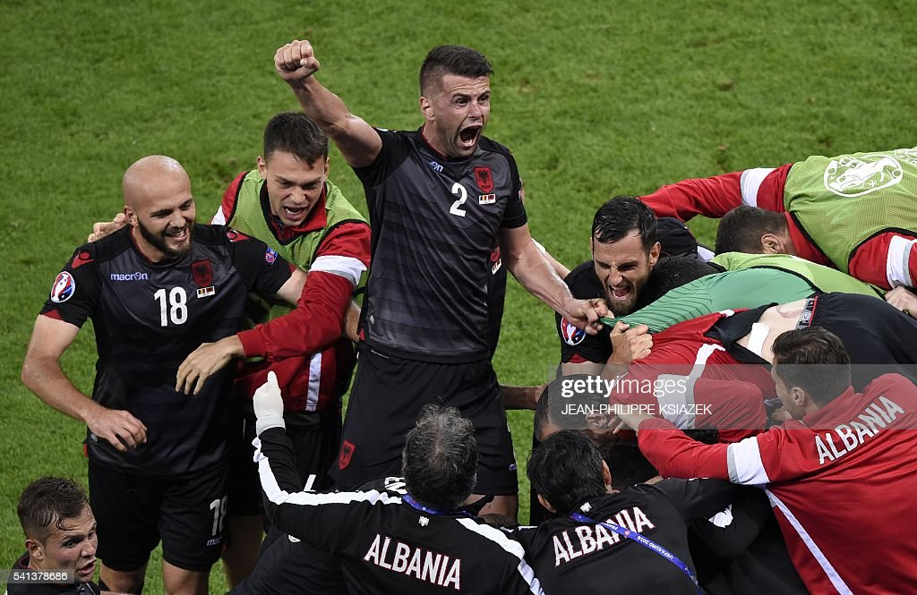 TOPSHOT - Albania's players celebrate the opening goal by Albania's forward Armando Sadiku (not pictured) during the Euro 2016 group A football match between Romania and Albania at the Parc Olympique Lyonnais stadium in Lyon on June 19, 2016. / AFP / JEAN