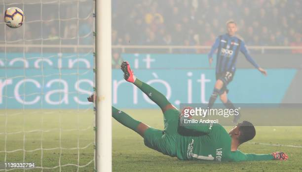 AlbanMarc Lafont of ACF Fiorentina fails to make a save and Alejandro Gomez of Atalanta BC scores the second goal of his team during the TIM Cup...
