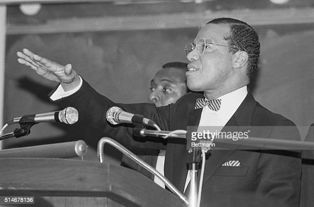 Minister Louis Farrakhna gestures to more than five hundred students 4/24 in an appearance at the University of New York at Albany Farrakhan showed...
