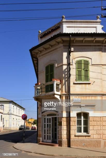 albergo italia (1899) - ingang op nakfa avenue en 175-15 street, asmara, eritrea - italia stockfoto's en -beelden