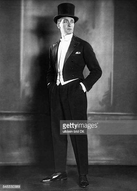 Albers, Hans - Actor, Germany - *22.09.1891-+ ' - portrait in tailcoat and top hat - 1922 - Photographer: Atelier Binder Vintage property of ullstein...