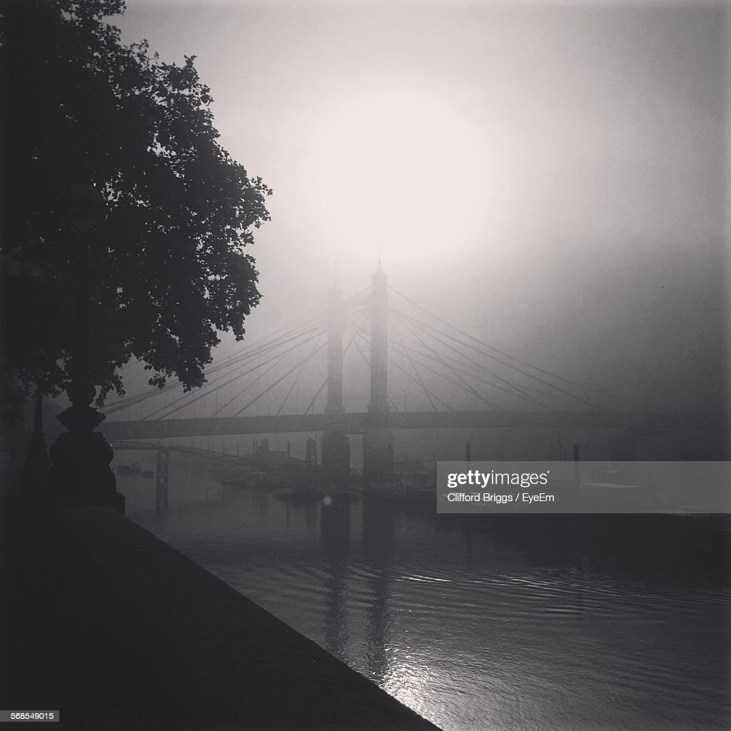 Albert Bridge Over River Thames During Foggy Weather : Stock Photo