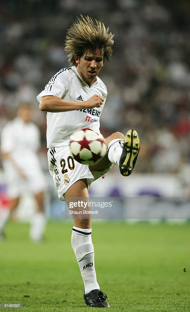 Albert Celades of Real Madrid icontrols the ball during the UEFA Champions League Group B match between Real Madrid and Roma at the Santiago Bernabeu Stadium on September 28, 2004 in Madrid, Spain.