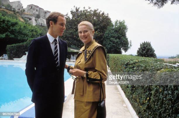 Albert de Monaco et Grace Kelly dans le village des BauxdeProvence le 5 juin 1982 France
