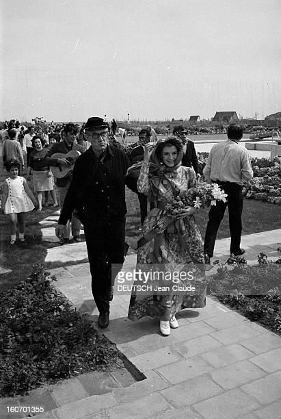 Albert Debarge Marries Josianne Rousset In Sainttropez SaintTropez 14 Avril 1969 Lors de leur mariage Albert DEBARGE vêtu de noir et coiffé d'une...