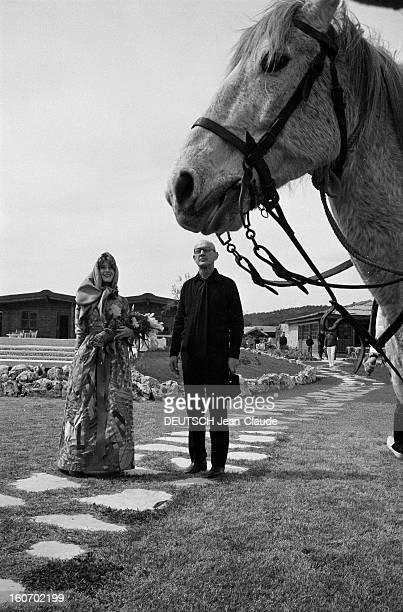Albert Debarge Marries Josianne Rousset In Sainttropez SaintTropez 14 Avril 1969 Lors de leur mariage Albert DEBARGE vêtu de noir sa casquette en...