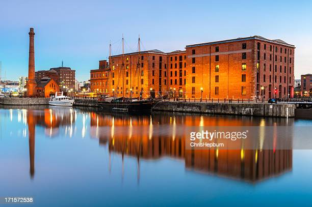 albert docks, liverpool, england - merseyside stock pictures, royalty-free photos & images